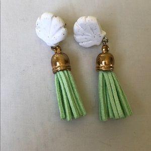 Jewelry - Light green shell earrings